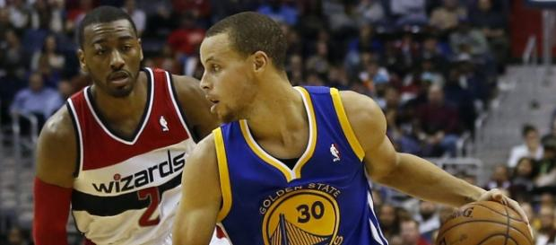 Stephen Curry contra John Wall.