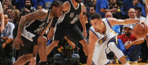 Stephen Curry frente a Kawhi Leonard