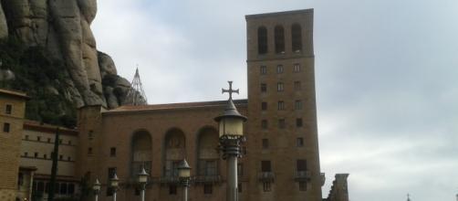 Acceso al templo religioso ubicado en Montserrat