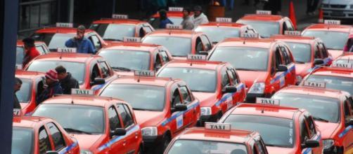 Ponto de táxi na rodoviária da capital gaúcha