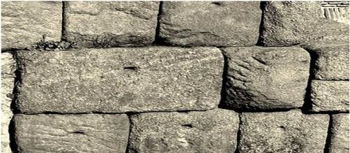 Sobre la Roca que es Cristo Jesús
