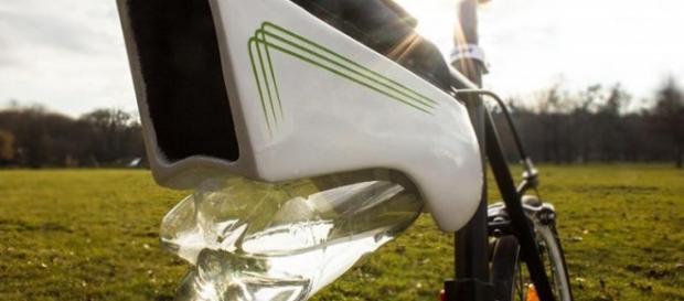 Fotografía del invento acoplado a una bicicleta.