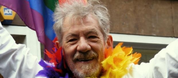 McKellen to be a bus tour guide of London