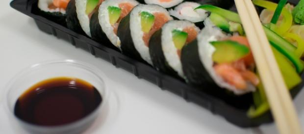Sushi presentado en bandeja - Foto Galería Pixabay