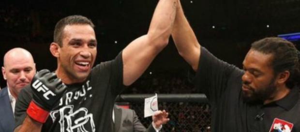 Werdum recebendo cinturão de campeão do UFC