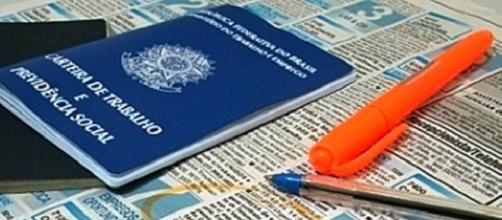 certeira de trabalho desemprego no brasil .