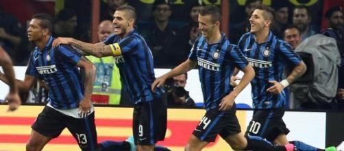 Guarin esulta dopo il gol vittoria nel derby