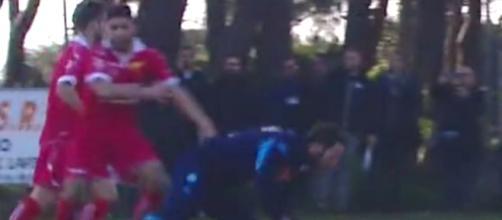 Nella foto lo scontro tra Esposito ed Higuain