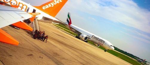 Un Boeing 777F Emirates arrive à LYS