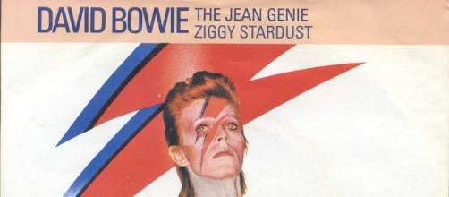 Daviid Bowie as his well-known Ziggy Stardust