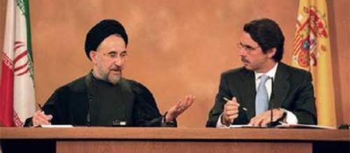 El Presidente iraní Hatami, en 2002, con Aznar.