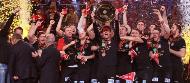 Niemiecka drużyna fetuje zwycięstwo