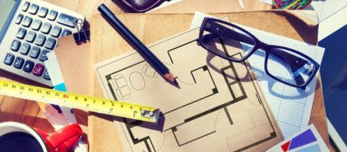 Un tavolo da lavoro di un architetto