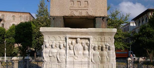 Obelisco di Teodosio in piazza Sultanahmet.
