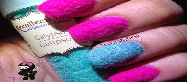 uñas con algodones de colores,quedan preciosas
