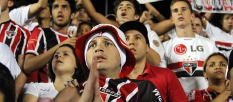 Torcedores do São Paulo apreensivos.