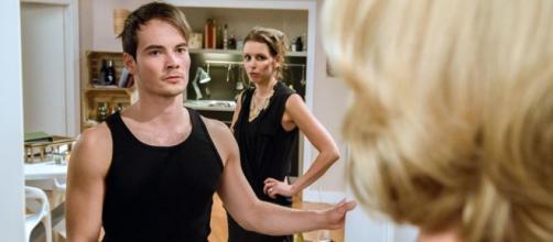 David e Alina mentre discutono con Beatrice.