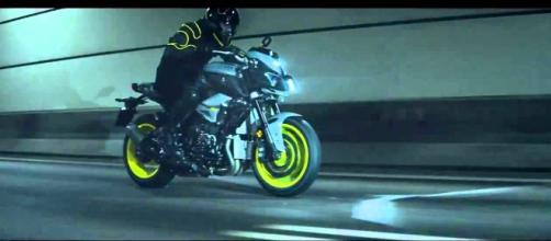 Yamaha MT-10, la Super Naked del 2016