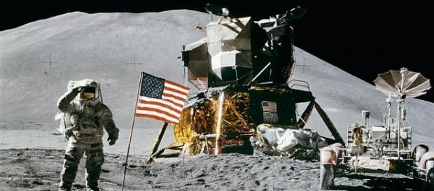 Apollo astronaut salutes on the moon (Credit:NASA)