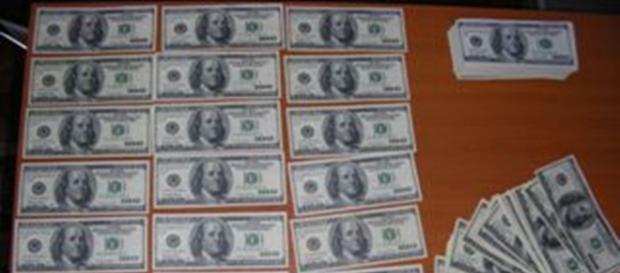 Gruparea plasa dolari falşi în România