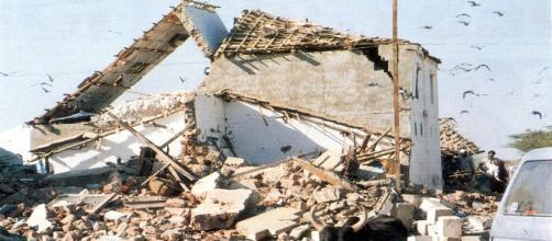 Edificio completamente distrutto dal terremoto.