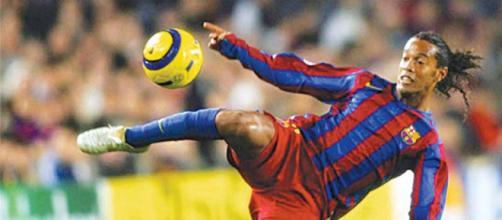 Ronaldinho jogando pelo Barcelona