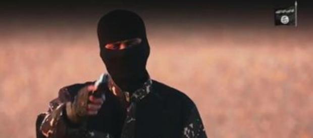 Il nuovo boia dell'Isis in un video recente.