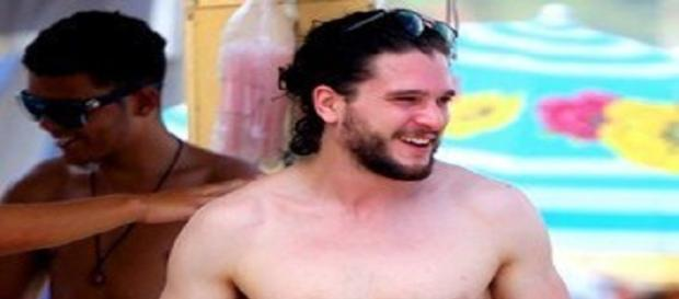 Kit Harington en la playa de Copacabana.