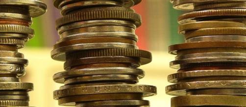 O dinheiro existe para cobrir dívidas.
