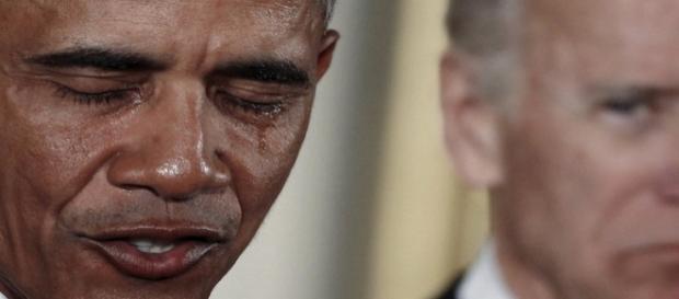 Barak Obama chora ao anunciar medidas