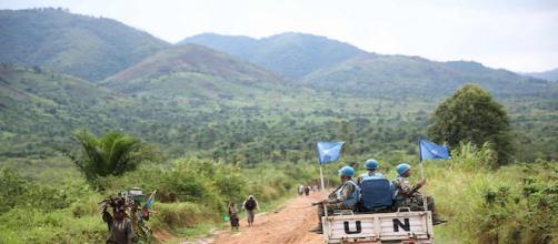Caschi blu su una jeep in missione