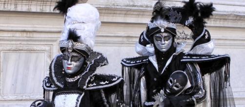 Personajes disfrazados en el Carnaval de Venecia