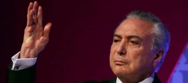 Michel Temer processa o ex-governador Cid Gomes