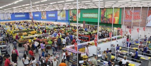 Supermercado oferece vagas em vários cargos