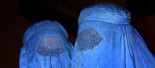Burqa e niqab sotto accusa in Lombardia