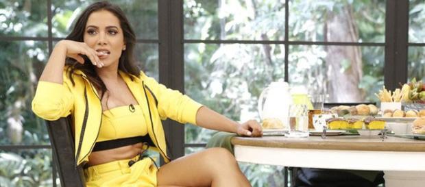 Anitta leva bronca de Ana Maria ao vivo