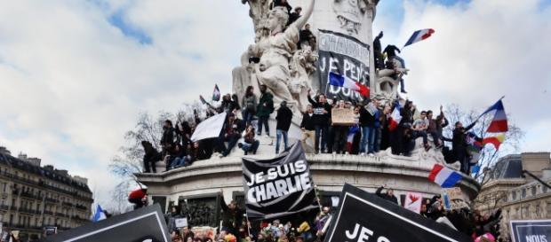 Un uomo armato semina il panico in Francia
