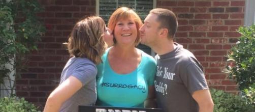 Kelly insieme alla madre e al marito