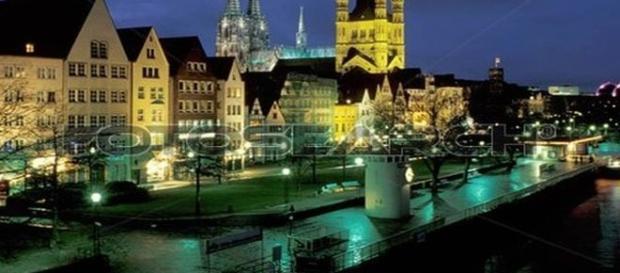 La città di Colonia - Germania, di notte