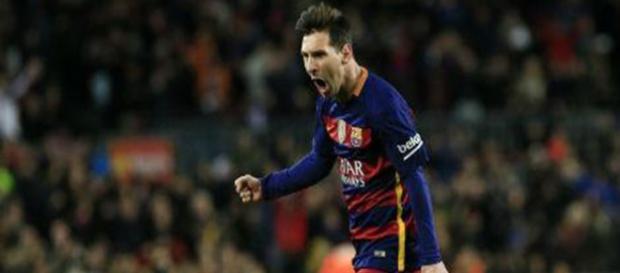 Messi marca 3 gols e Barça lidera campeonato