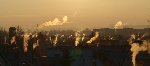 Zdjęcie to dobrze obrazuje powstawanie smogu.
