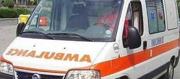 Incidente su Viale Parco a Cosenza. Motociclista finisce in ospedale.