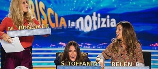 L'incursione di Silvia Toffanin negli studi di Striscia la Notizia.