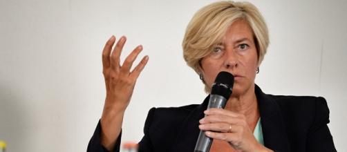 Roberta Pinotti nega che l'Italia fornisca bombe illegali all'Arabia Saudita