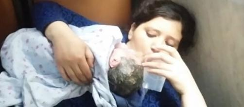 Vídeo de bebê nascendo dentro do ônibus bomba na internet