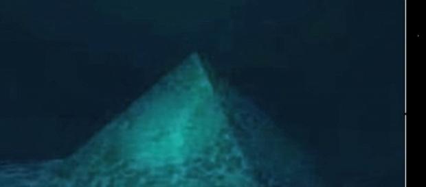 Imagem de pirâmide de Cristal.