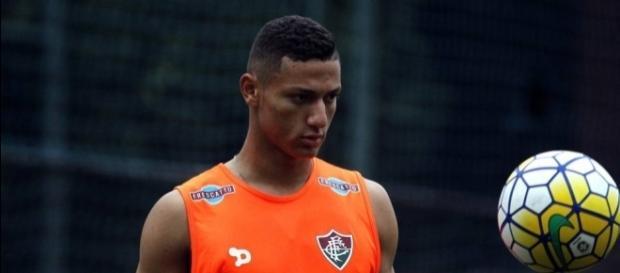 Richarlison tem chances de iniciar o Fla-Flu como titular (Foto: Globo.com)
