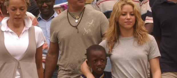 Shakira durante uma de suas viagens ao Haiti