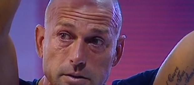 Stefano Bettarini ha avuto un cedimento.