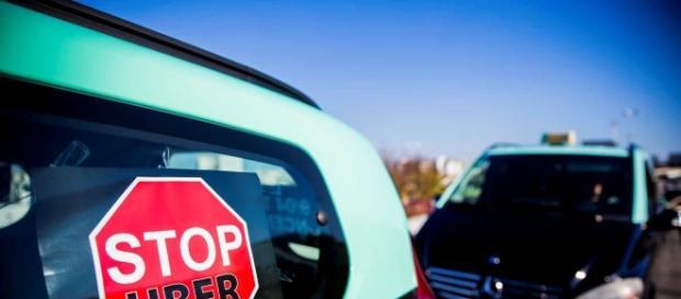Taxistas manifestam-se contra a Uber